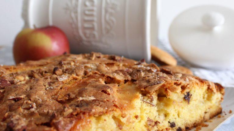 Colazione con…Torta morbida con mele e mandorle tostate